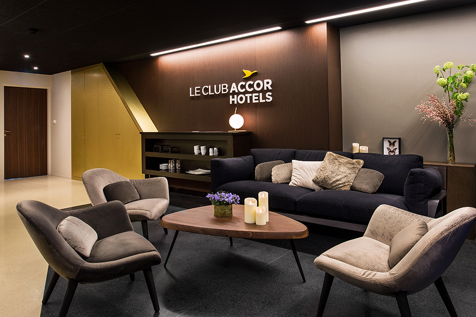 accorhotels-arena-espaces-vip-design-sensoriel-luxe-ambiance-loges-materiaux-mobilier-1