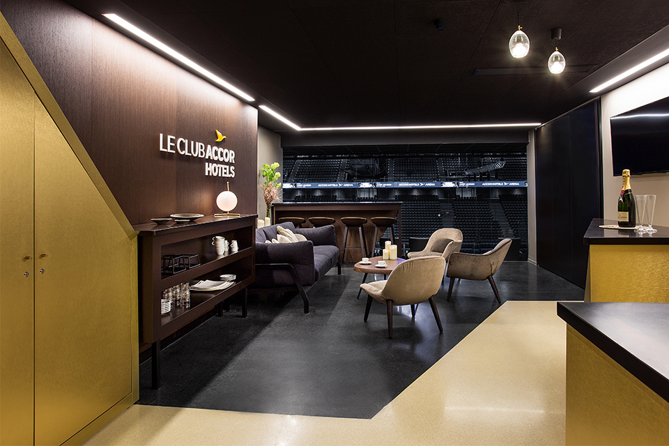 accorhotels-arena-espaces-vip-design-sensoriel-luxe-ambiance-loges-materiaux-mobilier-2
