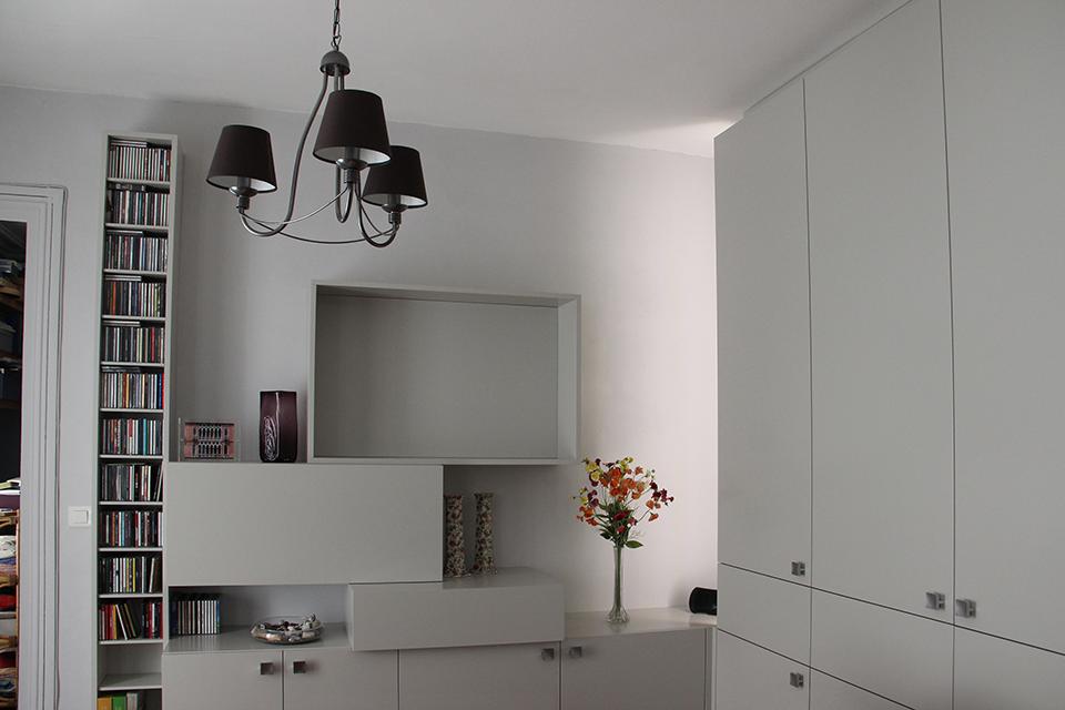 amenagement-salon-design-de-mobilier-sur-mesure-optimisation-espace-rangement-appartement-parisien-3