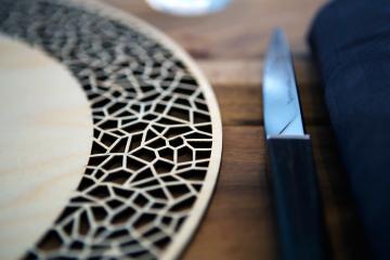 mosaique-restaurant-gastronomique-le-favre-d-anne-loft-culinaire-angers-chef-pascal-favre-d-anne-creation-design-art-de-la-table-decoupe-laser-sur-mesure