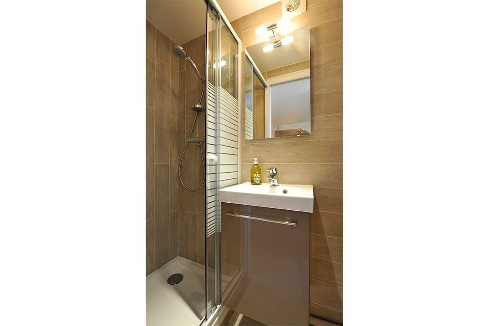 rénovation-chambre-de-bonne-studio-sous-combles-paris-optimisation-amenagement-petits-espaces-design-mobilier-3